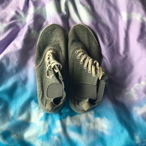 Hi-top shoes